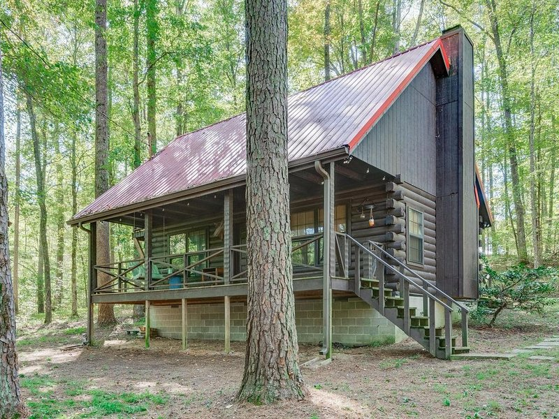 Red Roof Cabin in the woods, aluguéis de temporada em Charlotte