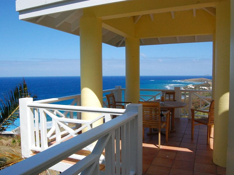 Sunflower - amazing view of the Caribbean Sea, pool & lush tropical landscaping, location de vacances à Kingshill