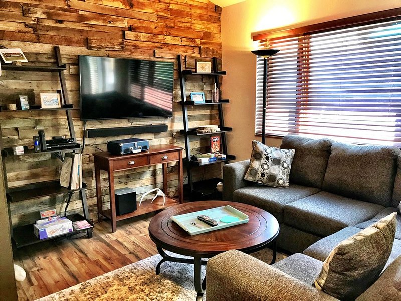 Carbondale Townhome with A/C, WiFi, and Backyard, vacation rental in Redstone