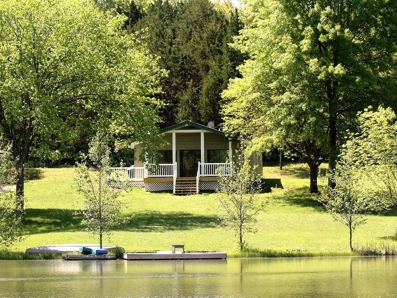 Seclusion in a beautiful setting where your dog can run free!, alquiler de vacaciones en Owensville