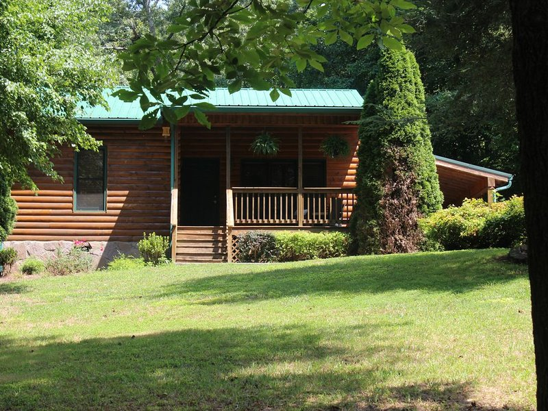 cozy mountain home with lake access and private dock, holiday rental in Hayesville
