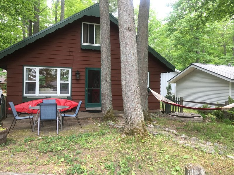 Mike's Cobblestone Cottage, vacation rental in Kalkaska
