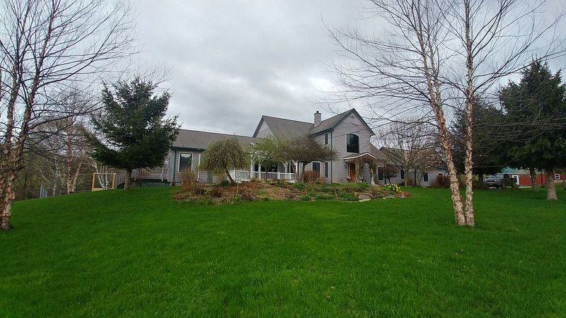 Cooperstown Huge family farmhouse for 15, vacation rental in Schuyler Lake