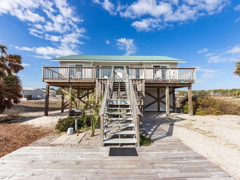 Island Sand Dollar, Dog-Friendly, Beach Access across the street!, location de vacances à Eastpoint