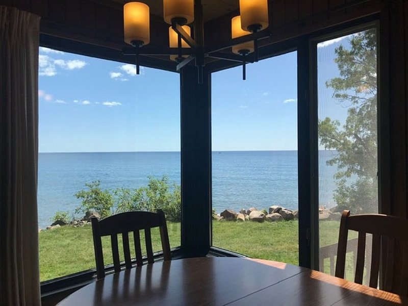 NEW LISTING right on the shore of Lake Superior Sea Villas in Lutsen/Tofte!, holiday rental in Lutsen