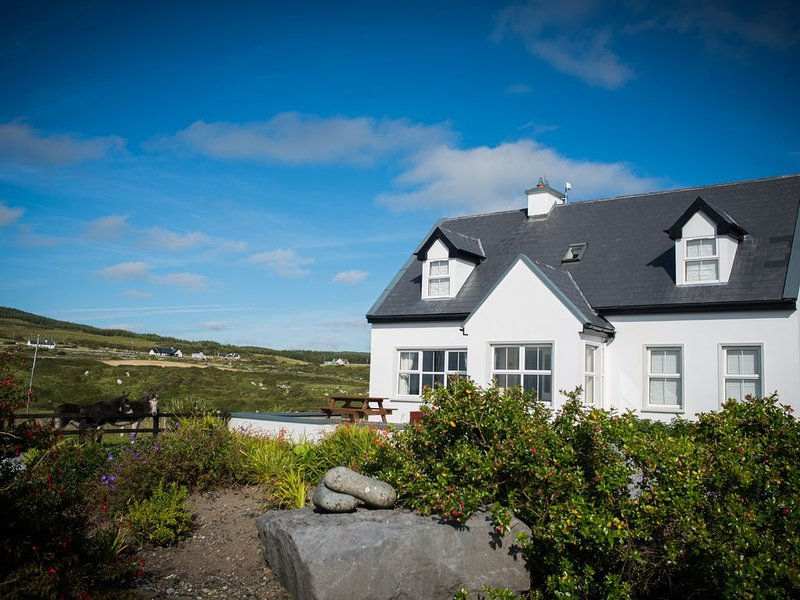 4 bedroom 3 bathroom cosy luxurious property with spectacular ocean views, holiday rental in The Burren