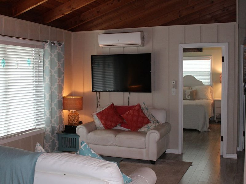 Waterfront, Secluded Keys Cottage on a Canal, vacation rental in Big Pine Key
