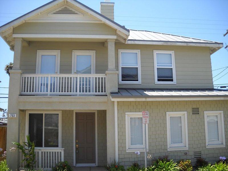 CHARMING 3 Bedroom 2.5 Bath Cape Cod Home 30-DAY MINIMUM RENTAL/local law., location de vacances à Point Mugu