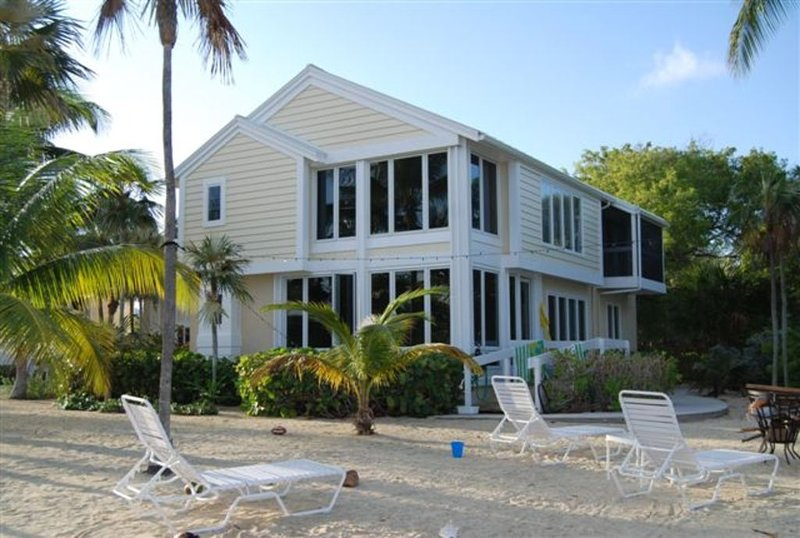 Absolutely Beautiful Oceanfront Home in Cayman Kai, holiday rental in Rum Point
