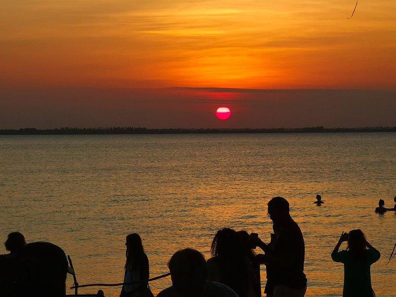 Kae Funk Sunset View Beach Resort, vacation rental in Pongwe
