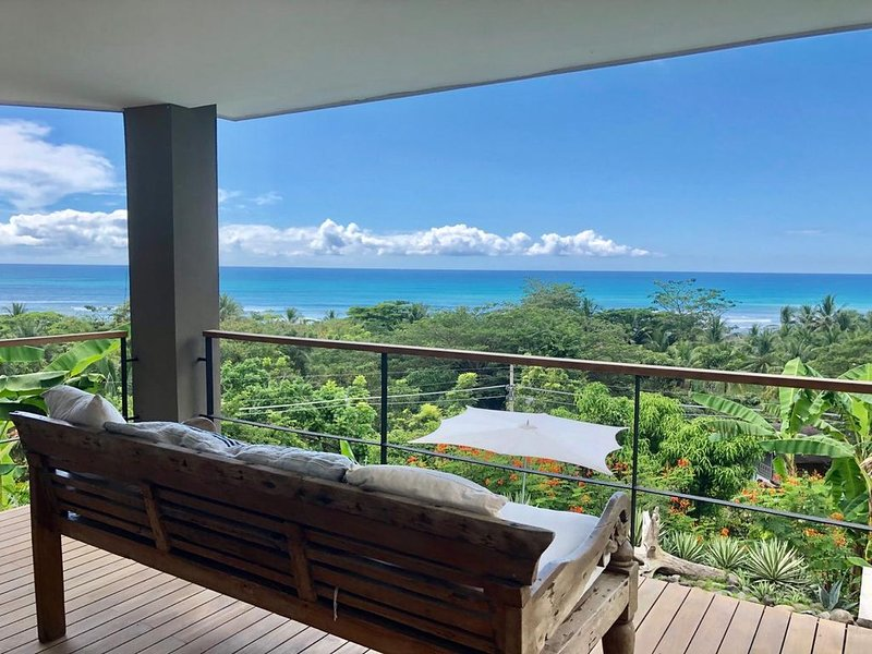 Southern Cross, Ocean View Luxury - Steps to Beach, holiday rental in Cobano