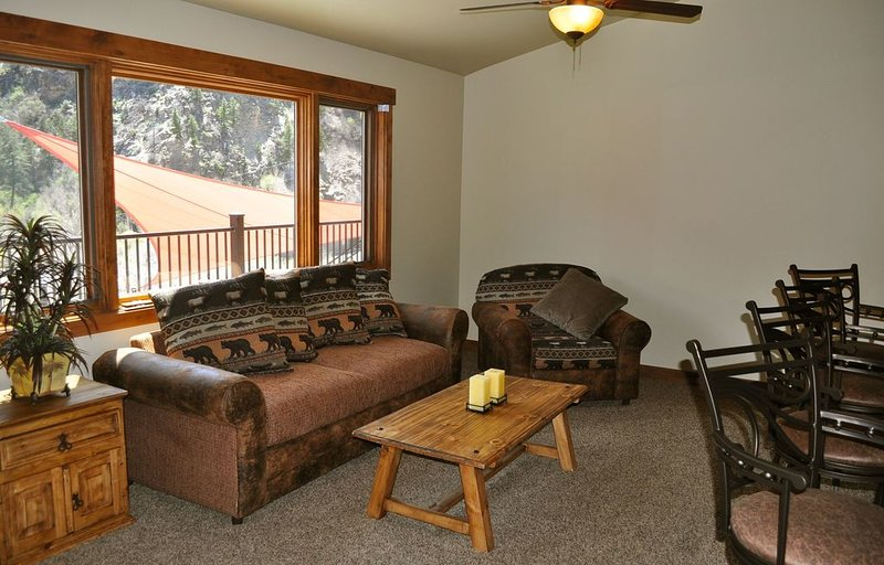 Luxury 2 Bdrm Condo perched high above the Colorado River with spectacular views, holiday rental in Glenwood Springs