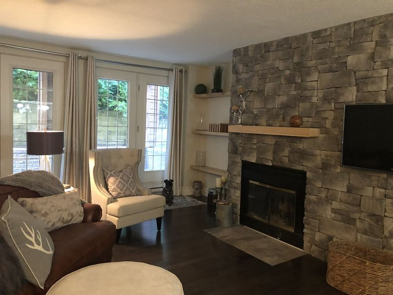 Beautiful condo in the heart of St-Sauveur, at the luxurious Manoir St-Sauveur., alquiler de vacaciones en Saint Hippolyte