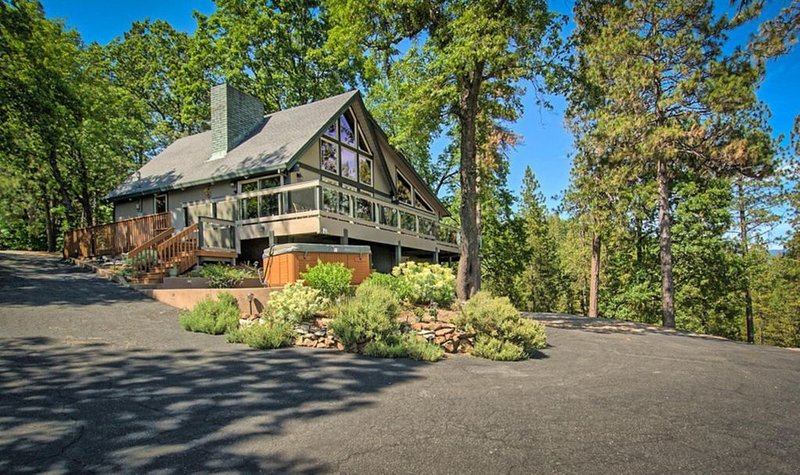 Private luxury custom Lodge with the best view of Lake Shasta and Shasta Caverns, holiday rental in Shasta Lake