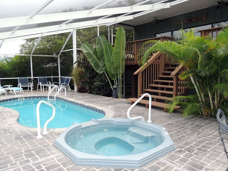 Beautiful views and private dock with direct Gulf access on Hernando Beach., holiday rental in Hernando Beach