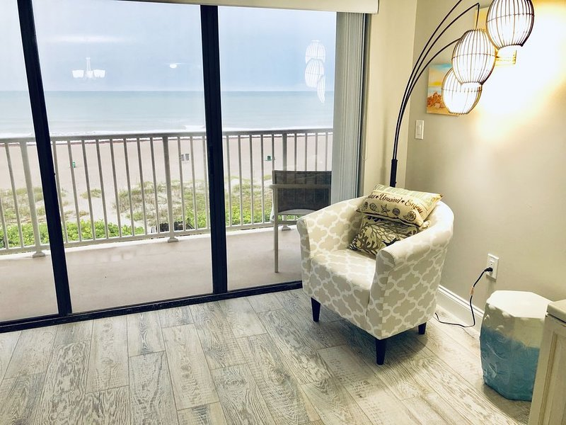 303 Oceanfront and Beachfront Free Wi-Fi, alquiler vacacional en Cocoa Beach