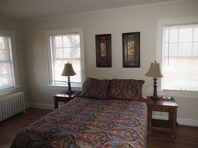 4 BR 2  BA-/15 min.to Univ. Circle + Clinic/ Rapid to Cleveland's Downtown, holiday rental in Aurora