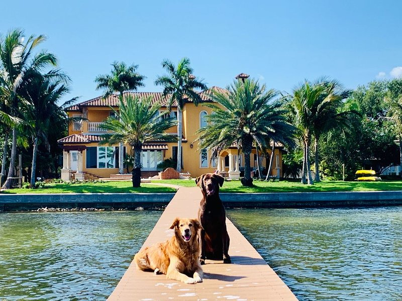Luxury Waterfront Estate, vacation rental in St. Petersburg