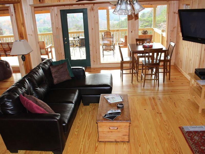 Another Day In Paradise with Views of the Mountain & Lake Burton, holiday rental in Clayton