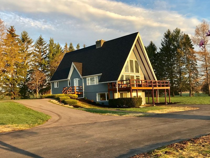 Finger Lakes Wine Country Chalet, casa vacanza a Dresden