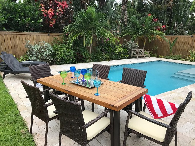 Relaxing Oasis with Private Heated Saltwater Pool and Tropical Yard. NOT SHARED!, alquiler de vacaciones en Fort Lauderdale