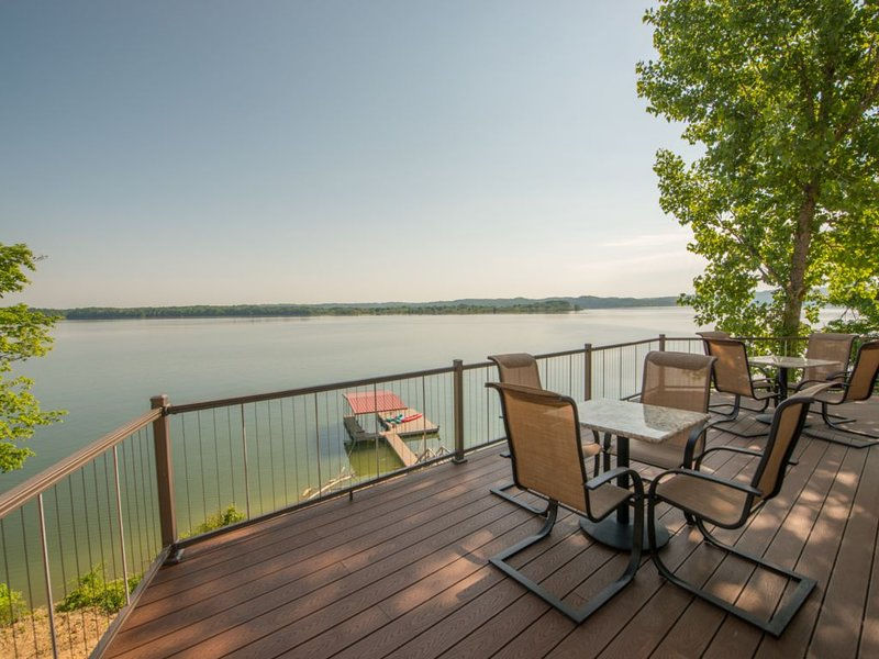 Smoky Mountain Lake-Front 7 Bedroom Luxury Villa for Up to 18 People!, holiday rental in Newport