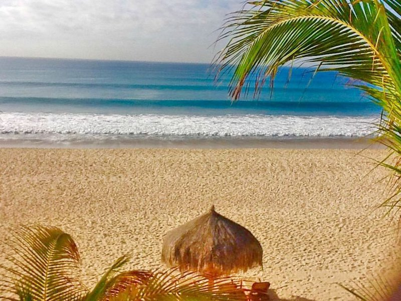 BEACH FRONT GEM - Breathtaking 2 BED RM/ 2 BATH top floor Condo-ON THE SAND, holiday rental in El Zacatal