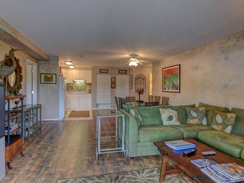 Second-Floor Condo w/ a Full Kitchen, Central A/C, & a Boat Slip - Near Marina, holiday rental in Mineral