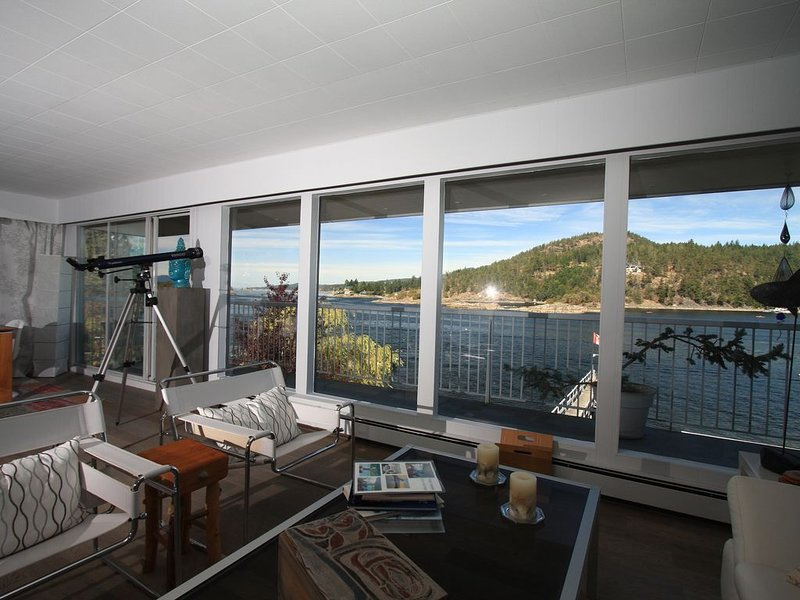 Waterfront Beach House, holiday rental in Madeira Park