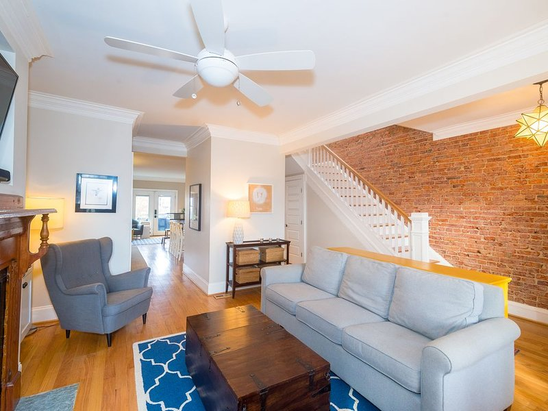 Beautifully Renovated Capitol Hill Row House, Near Metro, holiday rental in Temple Hills