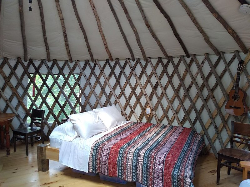 Wild Acres Yurt on 36 acres bordering 800 acres of perserve with a 300 acre pond, vacation rental in Bowdoinham