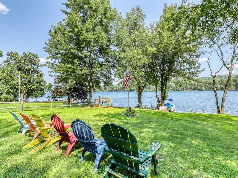 New listing! Waterfront, dog-friendly home w/ a full kitchen & beach access!, holiday rental in Orwell