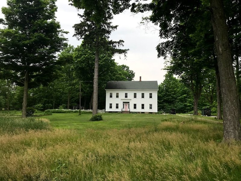 1854 Greek Revival on 12 acres, holiday rental in Colon