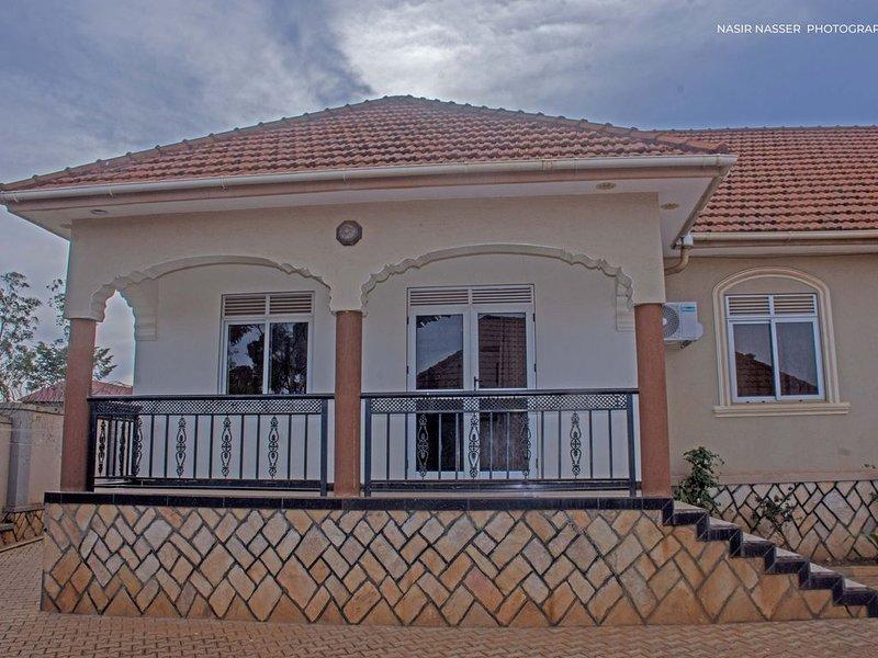 Luxury furnished apartment Najjera 1, location de vacances à Kasangati