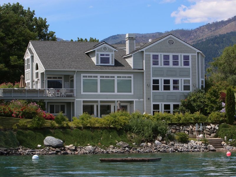 Wapato Point Waterfront 5BD Retreat, holiday rental in Manson