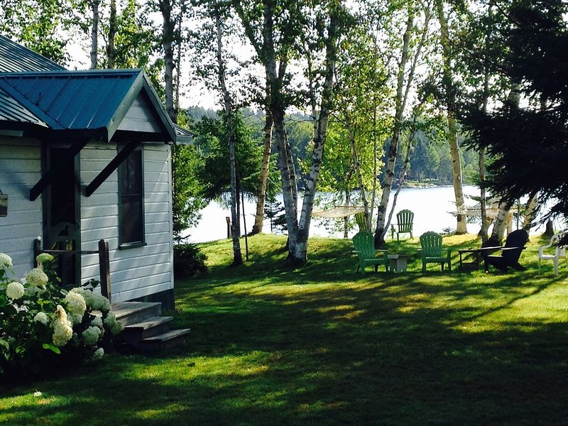 Lakefront On Smith's Cove On Bonney Point. Families,Hunters,Fisherman Welcome., aluguéis de temporada em Rangeley
