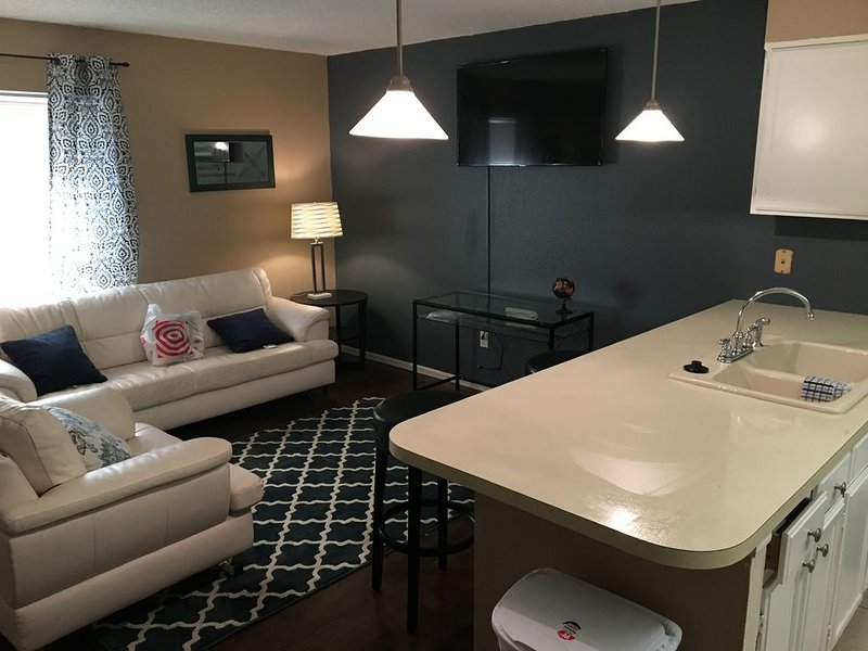 Super nice aviation themed condo awaits your stay, holiday rental in Oklahoma City