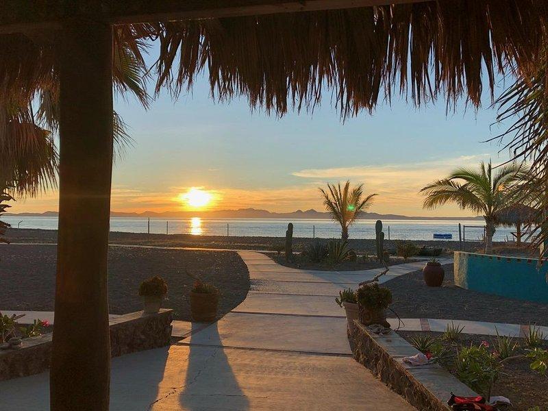 BEAUTIFUL PRIVATE BEACHFRONT CASA, vacation rental in Loreto