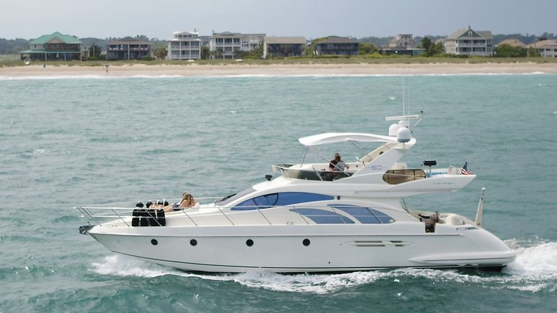 50 Foot Azimut Italian Luxury Motor Yacht Sleeps 6 Port City Marina WilmingtonNC, vacation rental in Wilmington