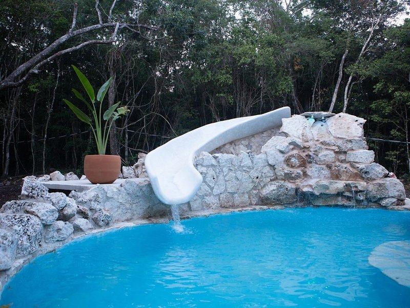 Great Mayan Jungle house in a fantastic location., alquiler de vacaciones en Macario Gómez