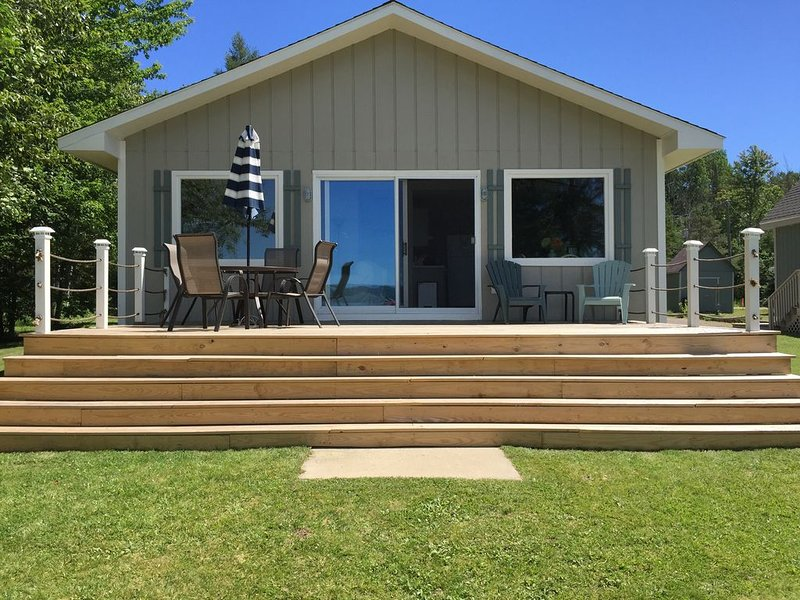 Remodeled Cottage on Crooked Lake - Sleeps 6, holiday rental in Petoskey