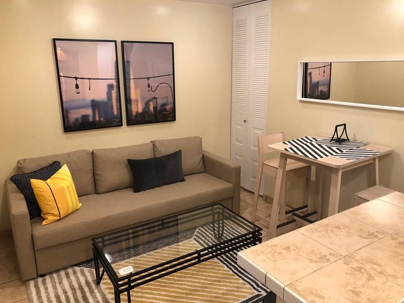 1817 1D · Superb 1bed Apt.-20 Min to NYC/Parking Avail., location de vacances à Rutherford