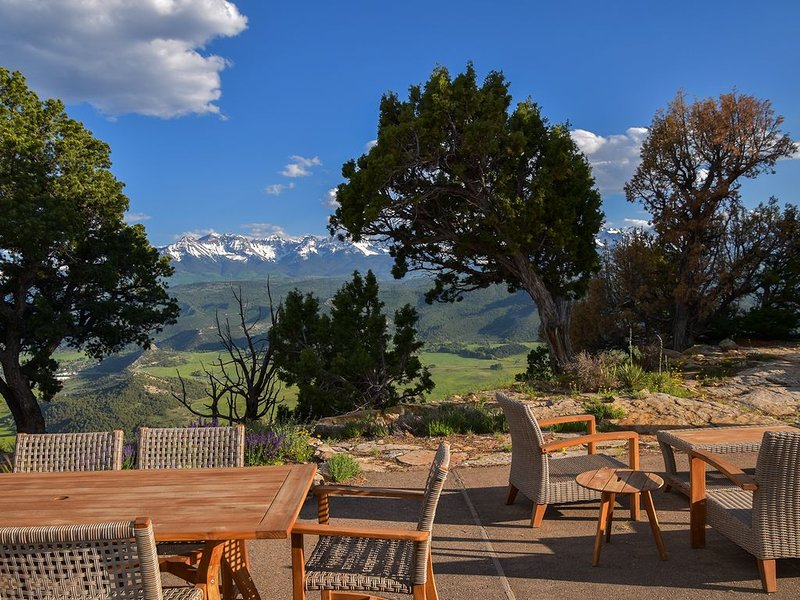New Listing! Renovated Luxury Home - Spectacular Views - Access to Trails, holiday rental in Ridgway