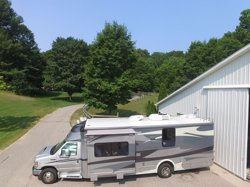 30' motorhome on private setting., vacation rental in Cedar