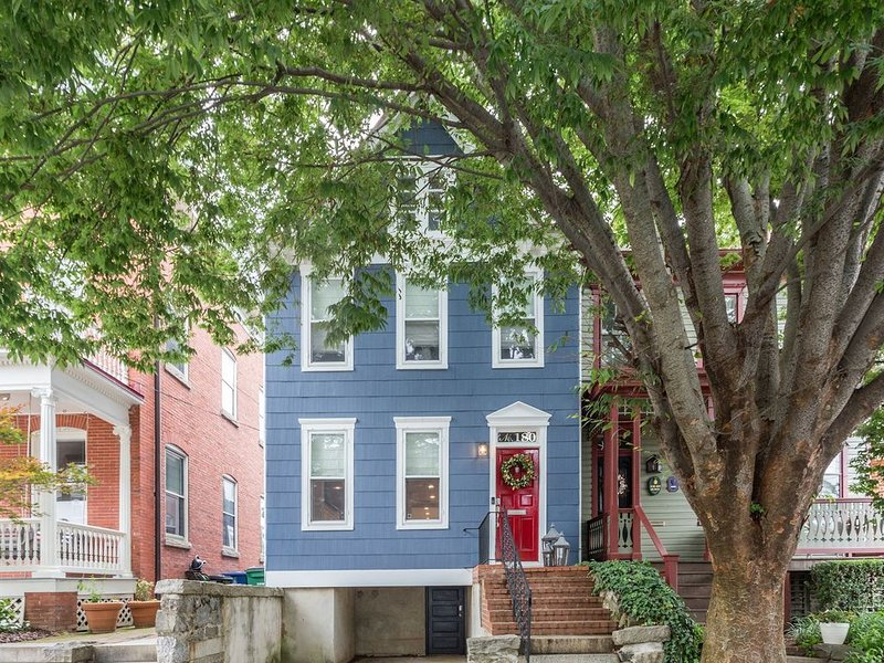 0180 Anchors Aweigh - Your Downtown Annapolis Home Aweigh from Home!, vacation rental in Cape Saint Claire