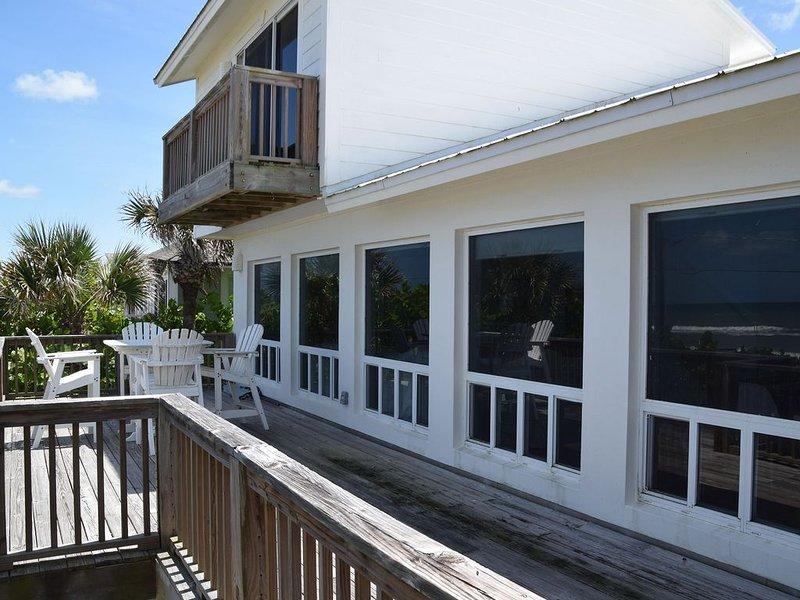 Beach Front Oasis in New Smyrna!, alquiler de vacaciones en Oak Hill
