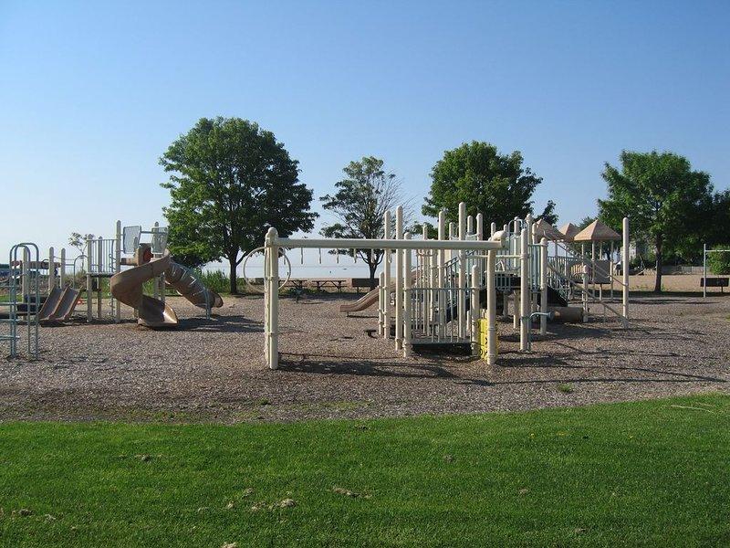 Beach Playground pour les enfants de l'autre côté de la rue