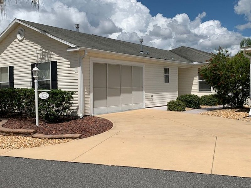 Virginia Trace Villa, Walking Distance to Sumter Landing, Just Became Available, aluguéis de temporada em Fruitland Park