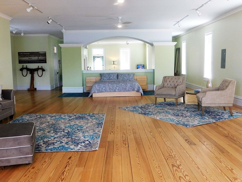 EAGLES NEST Loft | Inn At Big River Theatre, vacation rental in Alma