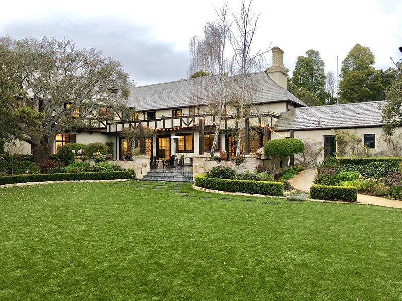 Majestic Masterpiece in Carmel | Sleeps 12, casa vacanza a Monterey County
